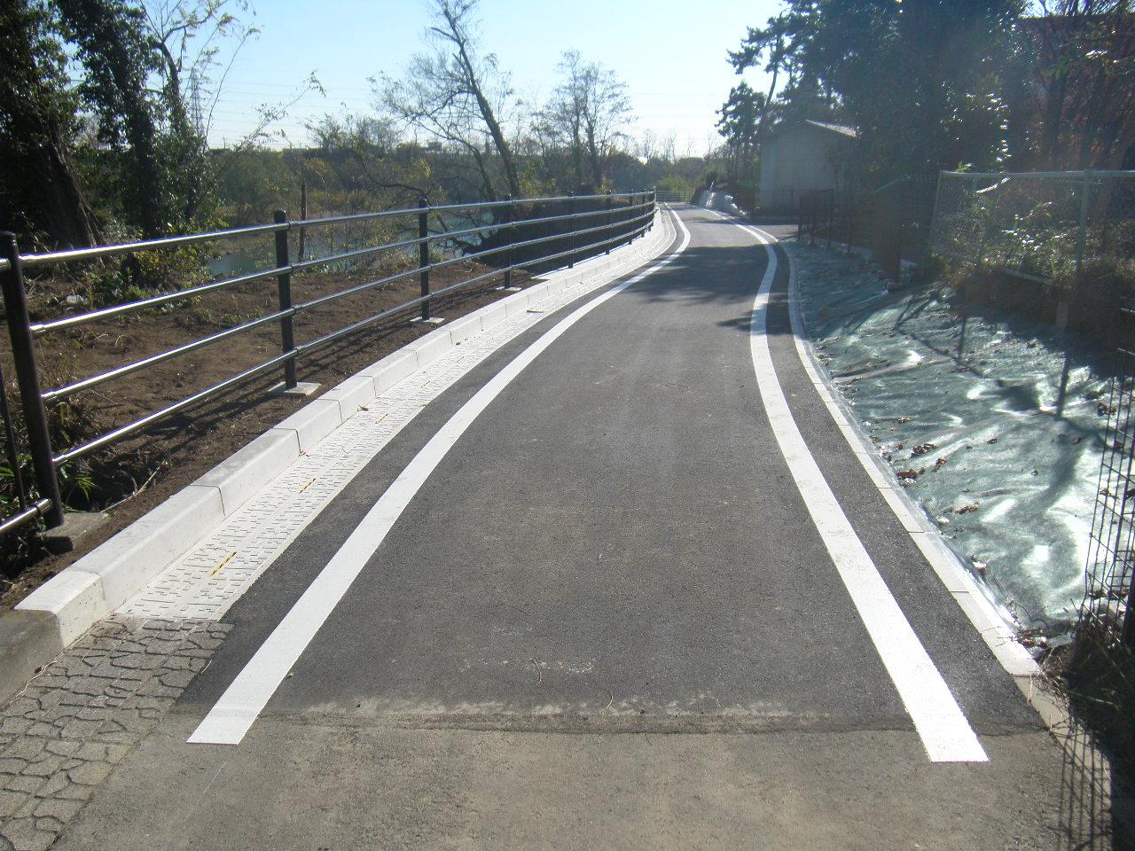 社会資本総合整備(防災・安全)(公安)改良工 利根川自転車道線 写真