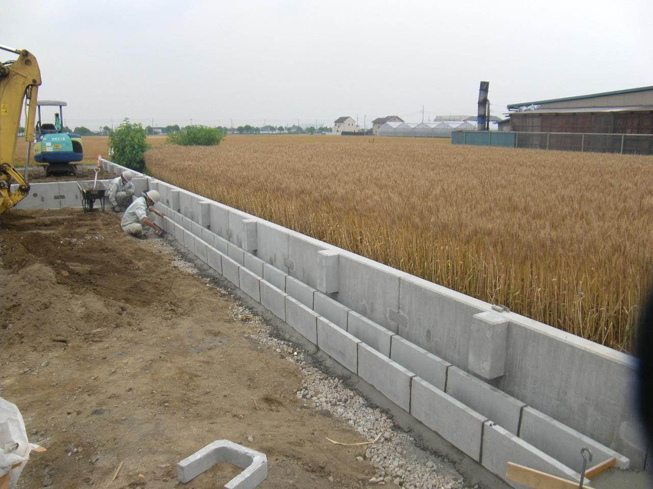 L型擁壁及び側溝施工状況