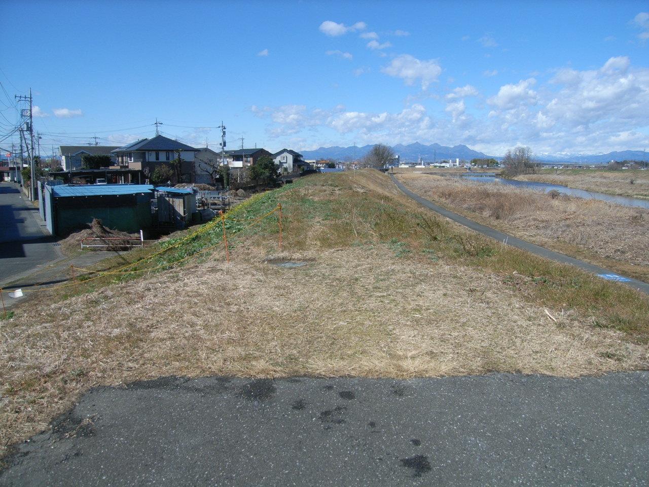 単独公共 単独河川改修事業 堤防舗装工 施工前